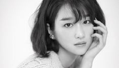 Seo Ye Ji looks gorgeous in the August edition of Elle, check it out! Drama News, Kimchi, Looking Gorgeous, Korean Drama, Kdrama, Queens, Couch, Island, Photos