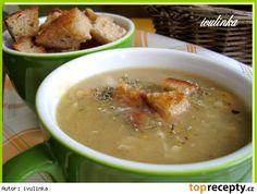 Babiččina chlebová polévka 50 gr másla 4 pol. lžíce hladké mouky 1 litr vývaru…