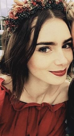 caliente... Lily Collins Hair, Lily Collins Style, Beauty Makeup, Hair Makeup, Hair Beauty, Divas, Love Lily, Idole, Hollywood Celebrities