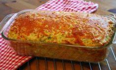 Τι χρειαζόμαστε: 200 γρ. αλεύρι φαρίνα 200 γρ. βούτυρο ή μαργαρίνη 200 γρ. κεφαλοτύρι τριμμένο 200 γρ. ζαμπόν ψιλοκομμένο 200 γρ. γιαούρτι 4 αυγά κομματακια φετας Αλάτι, πιπέρι (κατά προτίμηση) Οδηγίες Χτυπάμε στο μίξερ το βούτυρο να «αφρατέψει» και μετά προσθέτουμε ένα ένα τα αυγά. Χαμηλώνουμε