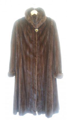 1300,00€ · Precioso  abrigo  de visón  SIN ESTRENAR. · De excelente  confección  con lomos de hembras, es muy ligero y tiene un diseño clásico  y elegante  muy favorecedor. · Moda y complementos > Ropa de mujer > Abrigos y chaquetas de mujer > Abrigos de mujer > Abrigos de visón de mujer