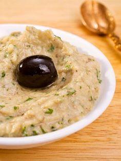 Baba Ganoush hat nicht nur einen klangvollen Namen, es schmeckt auch großartig. Der Auberginen-Sesam-Dip ist mit diesem Rezept schnell
