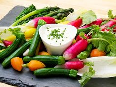 """""""How to Assemble an Awesome Vegetable Platter"""" 