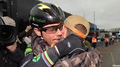 """Le """"Cannibale de Baal"""" a franchi la ligne en compagnie de son coéquipier Sven Vanthourenhout avant de tomber dans les bras de son fils et remercier tout son entourage. Tout mon entourage était présent sur la ligne d'arrivée, c'était un moment plein d'émotion pour moi. Le nonuple champion de Belgique a partagé ce moment avec son fils, Thibau. """"Il a couru vers moi après la course. Il n'a jamais rien connu d'autre qu'un papa cyclo-crossman. Je vais pouvoir enfin être un vrai papa."""" (21.02.2016)"""