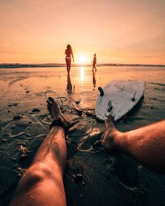 Surfing holidays is a surfing vlog with instructional surf videos, fails and big waves Beach Aesthetic, Summer Aesthetic, Surf Van, Et Wallpaper, Surfing Wallpaper, Montag Motivation, Surfing Pictures, Foto Instagram, Surf Style