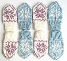 Ravelry: SelbuBaby pattern by Tonje Haugli Baby Selbu mittens with a traditional Norwegian (or Scandinavian) pattern. Suitable for beginners who want to learn how to knit mittens or in fairisle/multiple colours from charts! Baby Mittens Knitting Pattern, Crochet Mittens, Crochet Bebe, Knitting Charts, Knitting For Kids, Knitting Patterns Free, Knitting Projects, Knitted Hats, Crochet Pattern