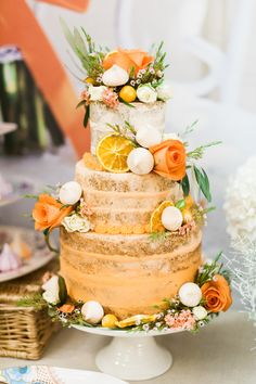 Dreaming of Summer With Citrus Wedding Cakes ~ French Made Cakes' Orange Semi Naked Cake adorned with oranges, flowers and meringues. You are in the right place about traditional wedding cakes 2 tier Wedding Cake Rustic, Fall Wedding Cakes, Unique Wedding Cakes, Wedding Cake Designs, Wedding Cake Toppers, Naked Cake Tropical, Orange Wedding Themes, Orange Wedding Cakes, Wedding Colors