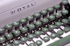 Royal Quiet Deluxe 1950s Keyboard