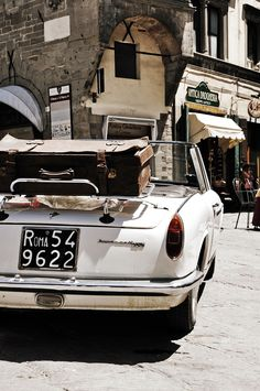 Travel through Italy in a vintage car Cabriolet, Old Cars, Travel Style, Vintage Cars, Retro Cars, Vintage Travel, Antique Cars, Dream Cars, Convertible