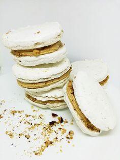ORECHOVÉ LASKONKY SO SLANOU KARAMELOVOU PLNKOU Camembert Cheese, Ale, Pancakes, Food And Drink, Plates, Baking, Breakfast, Tableware, Desserts