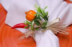Napkin Ring Folding, Napkin Rings, Diy Projects To Try, Biscuit, Napkins, Vegetables, Party, Mini Pumpkins, Tablescapes