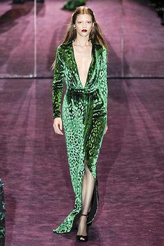 http://images.nymag.com/fashion/fashionshows/2012/fall/main/europe/womenrunway/gucci/images/30.jpg