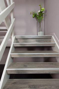 Een open trap renoveren? Dat kan zeker bij NEWstairs traprenovatie en -bekleding. Open Trap, Stair Well, Open Stairs, Bathroom Toilets, Stairways, Interior Design Living Room, My House, New Homes, Sweet Home