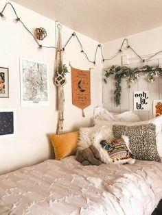 Dorm Room Walls, Cute Dorm Rooms, Room Decor Bedroom, Living Room Decor, Living Rooms, Living Spaces, Bedroom Inspo, Warm Bedroom, Bedroom Storage