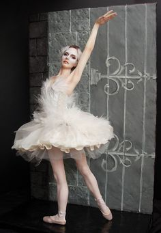 Nina como o cisne branco de Black Swan por Renata Jansen Uma de pinturas de tipo OOAK 3D em Barro - Esculturas Polymer