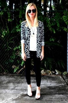 Black and white classic style Leopard Cardigan, Florida Fashion, Animal Print Fashion, Girl Fashion, Womens Fashion, New Wardrobe, Her Style, Style Guides, Casual Looks