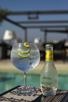 Gin tonics con vistas a Barcelona (Hotel Majestic) Real Estate Oi Barcelona ofrecemos Excelencia!! Agencia inmobiliaria de lujo en Barcelona, España .