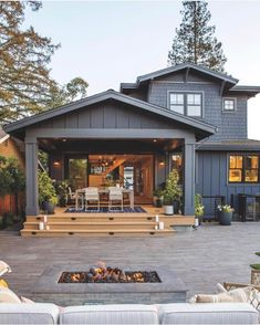 This home has a gorgeous outdoor patio area! Perfect for summer BBQs! Would yo… This home has a gorgeous outdoor patio area! 😍 Perfect for summer BBQs! 🏡 Would you want to live in a house like this? TAG a friend who will love this! Style At Home, Future House, Back Porch Designs, Haus Am See, Design Exterior, Exterior Colors, Exterior Paint Colors For House, Home Fashion, House Colors