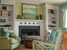 Use the 60-30-10 Rule  Look at rooms in Designers' Portfolio. You'll notice that the rooms you like the most are almost invariably divided into percentages of 60-30-10. So, when decorating a particular room, divide the colors into percentages:  60% of a dominant color, typically walls  30% of a secondary color, upholstery  10% of an accent color, an accent piece or a floral arrangement