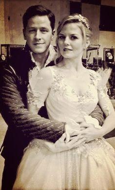 OUAT - Josh and Jennifer on set
