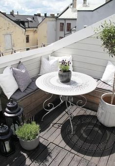 kleiner-Balkon-Ideen-a - s.p - - kleiner-Balkon-Ideen-a - s. Roof Terrace, Outdoor Living Space, Swedish Style, Interior And Exterior, Small Apartments, Home And Garden, Small Apartment Balcony Ideas, Outdoor Furniture Sets