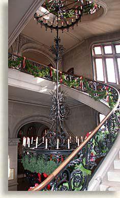 Christmas decorations, Grand Staircase at Biltmore Estate South Carolina, North Carolina Homes, Beautiful Buildings, Beautiful Homes, Beautiful Places, Victorian Interiors, Victorian Homes, Biltmore Estate Christmas, Inside Castles