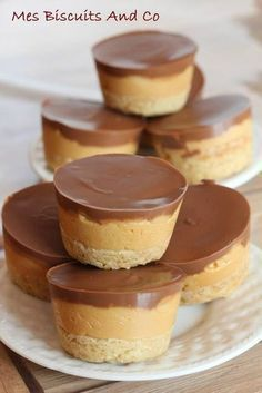 Millbrief shortbread mini for shortbread 88 g flour 63 g soft salted butter 30 g brown sugar For caramel 25 g salted butter 1 cans of 397 g sweetened condensed milk or 30 cl For the cover 100 g good c Desserts With Biscuits, Mini Desserts, Sweet Recipes, Cake Recipes, Dessert Recipes, Food Tags, Bakery, Sweet Treats, Food And Drink
