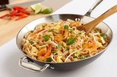 pad thai recipe....AMAZING!!!!!!! Kent and my favorite recipe for dinner so far Great Recipes, Dinner Recipes, Favorite Recipes, Asian Recipes, Healthy Recipes, Thai Recipes, Restaurant Recipes, Pasta Dishes, Good Food