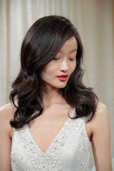 Simplicity is the best way for summer hair style.