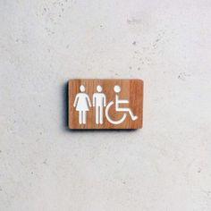 Plaque de porte en bois gravé pour les toilettes | doucine.fr Wayfinding Signage, Signage Design, Food Inspiration, Sandwiches, Custom Wood, Toilets, Paninis