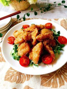 今日は鶏胸肉の柚子こしょうと  マヨネーズを効かせてソースを作ります!    柚子こしょうが唐揚げをさっぱり  させてくれます。  マヨネーズソースで和えることでしっとりしてお弁当のおかずにもピッタリです(*^▽^)/★*☆ Chicken Wings, Meat, Ethnic Recipes, Foods, Food Food, Food Items, Buffalo Wings