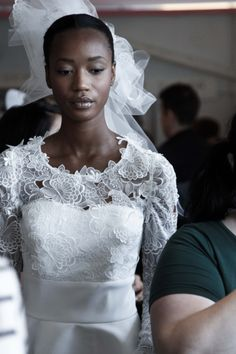 Natural Beauty - Oscar de la Renta Bridal 2015 #odlr - www.ninagarcia.com