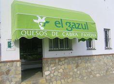 La quesería El Gazul de Alcalá ha puesto a la venta carne de cabrito lechal ecológica. La tienen congelada y envasada al vacío  y los ejemplares proceden de la propia cabaña de la quesería. Lo venden en trozos que tienen entre kilo y kilo y medio y cada una tiene una pata con costillar o una pata con lomo. Más detallitos en cosasdecome. http://www.cosasdecome.es/sin-categora/carne-de-cabrito-payoyo-ecologico-congelada-en-alcala-de-los-gazules/