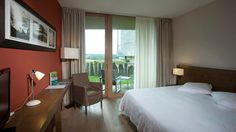 -> Week end détente bien-être en Bretagne dans le Morbihan Yves Rocher, Hotel Spa Bretagne, 4 Star Hotels, Front Desk, Car Parking, Guest Room, Wi Fi, Bed, Furniture