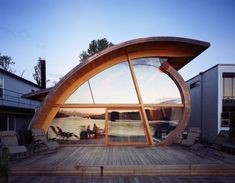 From houseboats to airplanes, these 9 unusual homes in Oregon are works of art.