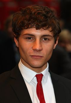 Augustus prew he so cute and handsome I wish I can meet him in