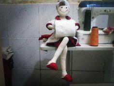 Boneca de pano para banheiro