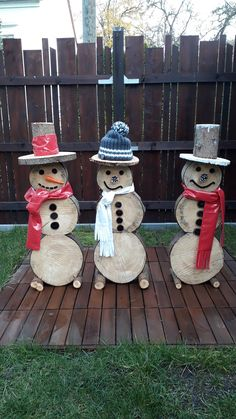 Weihnachten - All For Garden Wooden Christmas Crafts, Christmas Yard Decorations, Diy Christmas Ornaments, Homemade Christmas, Rustic Christmas, Christmas Art, Holiday Crafts, Christmas Wreaths, Holiday Decor