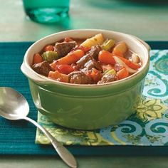 Traditional Beef Stew- These family dinner staples are comfort food at its best. From meaty lasagna and homemade chicken potpie to mom's meat loaf and traditional beef stew, make these hearty dinner recipes when you need a classic comforting meal. Slow Cook Beef Stew, Slow Cooker Beef, Slow Cooker Recipes, Crockpot Recipes, Soup Recipes, Dinner Recipes, Cooking Recipes, Taste Of Home Beef Stew Recipe, Cooking Tips
