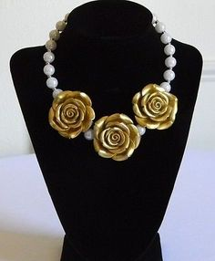Girls Boutique Necklace 3 Gold Roses w/ Faux White Pearls Costume Jewelry Party