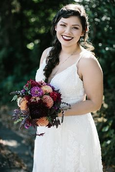 This wedding is another favorite! It was so full of my favorite colors and flowers. The bride told me she wanted pinks, purples, burgundies, and oranges. And i