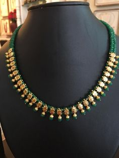 ruby and emerald beads necklace design Pearl Necklace Designs, Beaded Jewelry Designs, Gold Earrings Designs, Gold Jewellery Design, Beaded Necklace, Gold Necklace, Necklace Ideas, Diamond Necklaces, Short Necklace