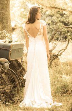 robe_de_mariee_vintage_dentelle_decollecte_dos_2