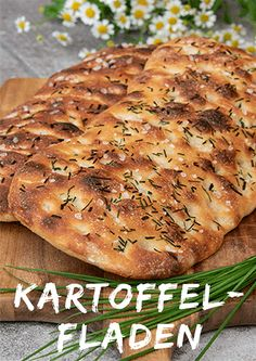This potato flatbread is the perfect companion for cozy barbecues The post Potato cakes with garlic chives and sea salt appeared first on Woman Casual - Food and drink Easy Bread Recipes, Pork Chop Recipes, Salmon Recipes, Pizza Recipes, Potato Recipes, Dessert Recipes, Barbacoa, Slow Cooker Recipes, Crockpot Recipes