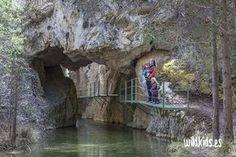 Excursión para toda la familia por el cañon de los arcos en Calomarde, en el corazón de la sierra de Albarracín, en Teruel. Portugal Vacation, Hotels Portugal, Visit Portugal, Valencia, Aragon, Wonderful Places, Beautiful Places, Spain Travel, Travel Posters