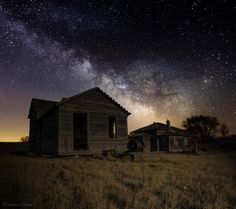 Forgotten by the Cosmos Photo credit: Aaron J. Groen The Milky Way Galaxy shines bright over this long forgotten ranch in Central South Dakota. Abandoned Houses, Abandoned Places, Abandoned Train Station, Photo Boards, Old Farm, Old Buildings, South Dakota, Milky Way, Cosmos