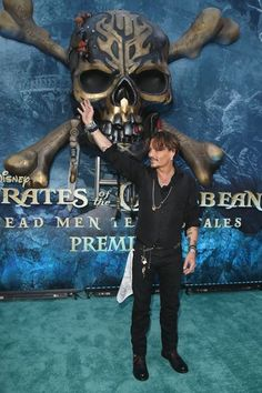 """Actor Johnny Depp at the Premiere of Disney's and Jerry Bruckheimer Films' """"Pirates of the Caribbean: Dead Men Tell No Tales,"""" at the Dolby Theatre in Hollywood, CA with Johnny Depp as the. Get premium, high resolution news photos at Getty Images Young Johnny Depp, Here's Johnny, Johnny Depp Movies, Jerry Bruckheimer, Pirate Movies, Johnny Depp Pictures, Johny Depp, Captain Jack Sparrow, Pirate Life"""