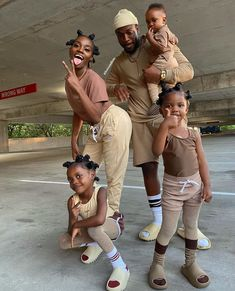 Family Picture Outfits, Couple Outfits, Matching Family Outfits, Family Photos, Kids Outfits, Cute Family, Baby Family, Family Goals, Black Love Couples