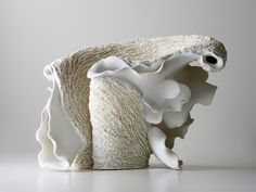 Noriko Kuresumi I love how light this looks - seems like it would be very difficult to construct, though! Abstract Sculpture, Sculpture Art, Organic Sculpture, Clay Design, Design Art, Ceramic Pottery, Pottery Art, Pottery Workshop, Pottery Sculpture