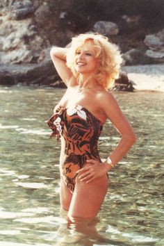 Ο Θεολόγος και τα καλοκαίρια της Αλίκης Βουγιουκλάκη - Ελληνικος κινηματογραφος Famous Singers, Famous Artists, Black And White Stars, 1 Piece Swimsuit, Bright Stars, Old Movies, Beautiful Actresses, Movie Stars, Actors & Actresses